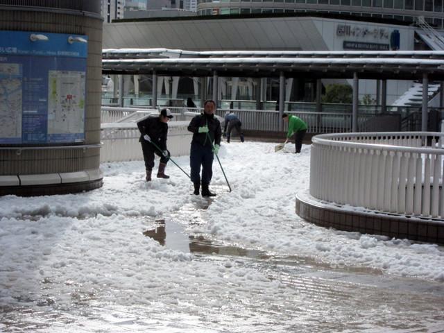 雪の品川駅周辺1