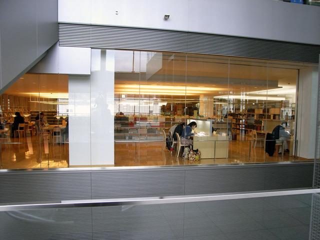 アイーナ(岩手県民情報交流センター)内の図書館