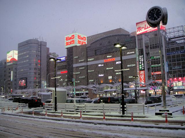 雪の名古屋駅前