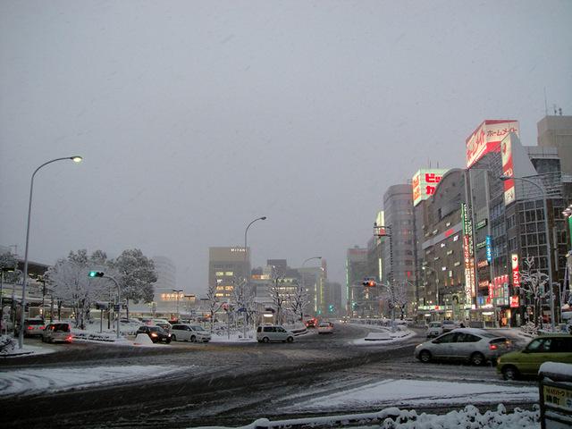 雪の名古屋駅太閤通り
